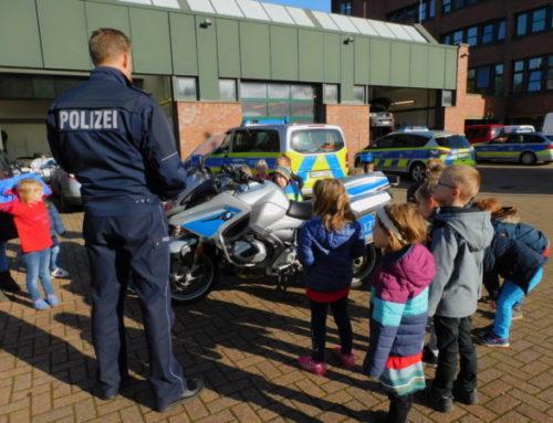 Ausflug der ABC-Strolche zur Polizei